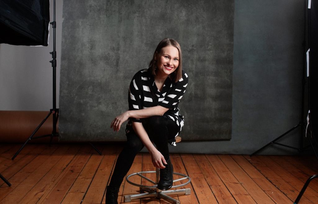 Ohjaaja ja käsikirjoittaja Suvi West.